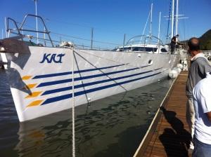 Veleiro Kat no mar catarinense, pronto para zarpar em 21 de setembro