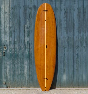 Prancha de SUP laminada em madeira